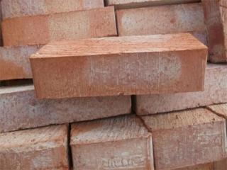 Кирпич фундаментный цокольный полнотелый Энгельс М150