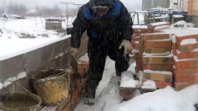 Кладка гиперпрессованного кирпича в трудных погодных условиях